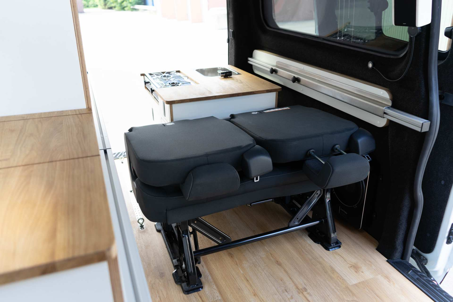 Individualausbau: EXPEDITION Ford Transit Custom, langer Radstand - 10