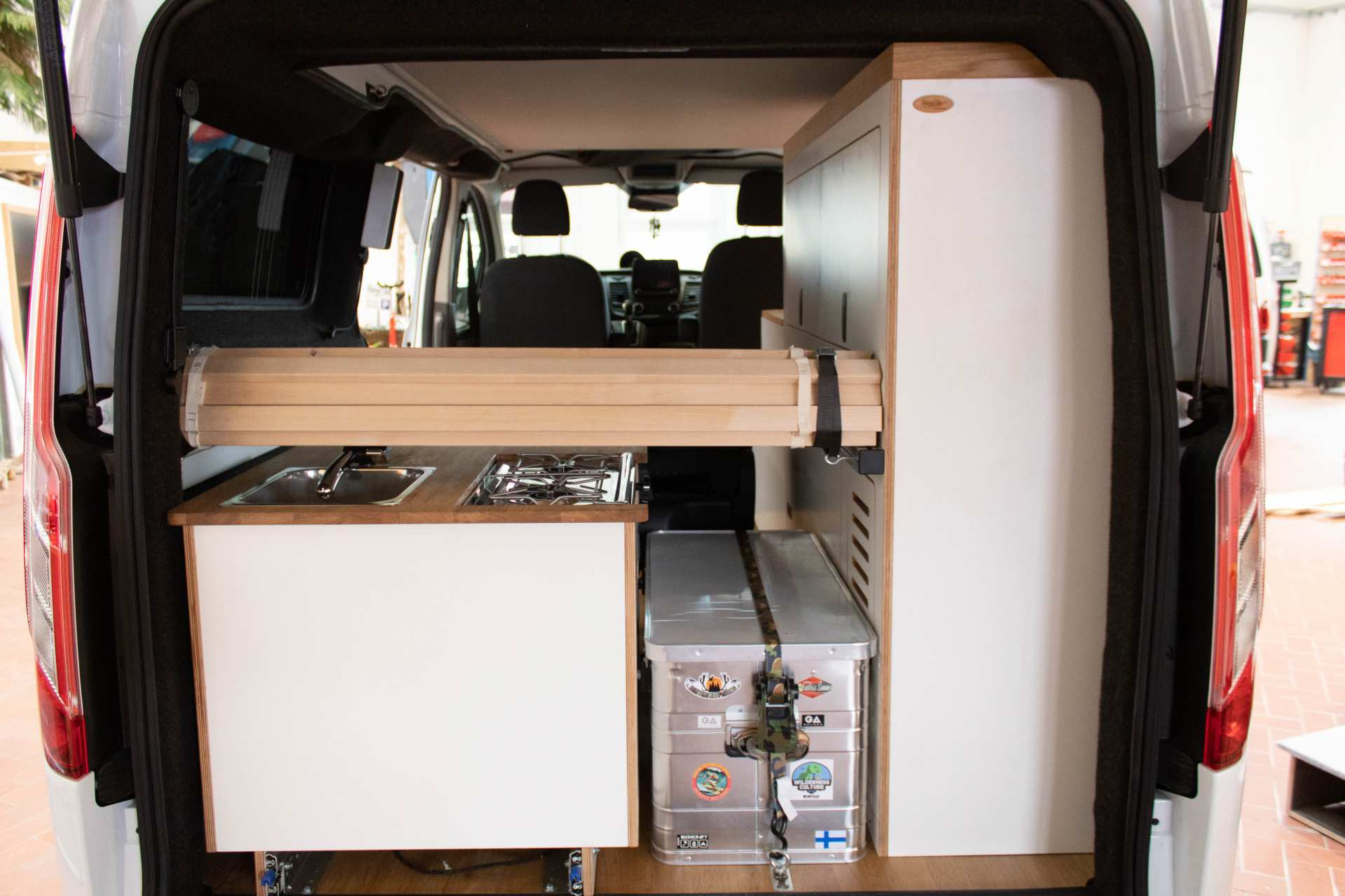 Individualausbau: EXPEDITION Ford Transit Custom, langer Radstand - 14