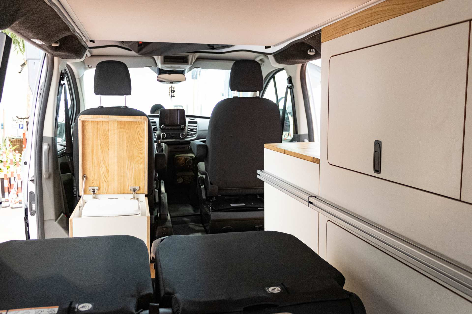 Individualausbau: EXPEDITION Ford Transit Custom, langer Radstand - 18