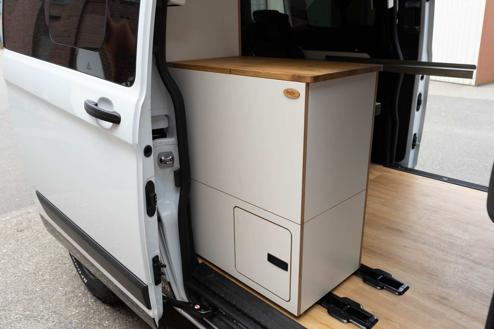 Individualausbau: EXPEDITION Ford Transit Custom, langer Radstand - 19