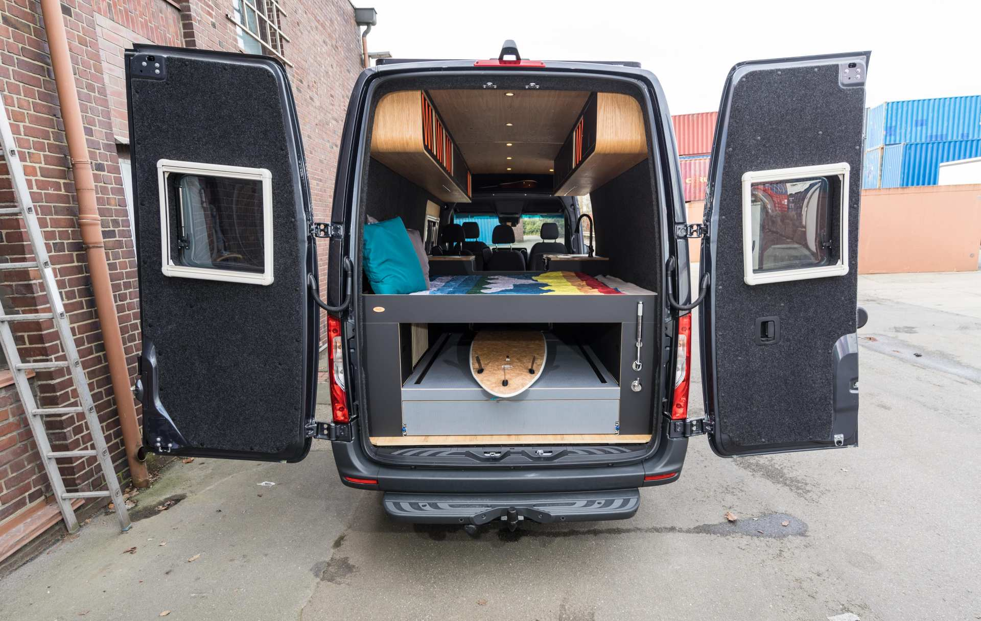 Individualausbau: Van in Black  - 4