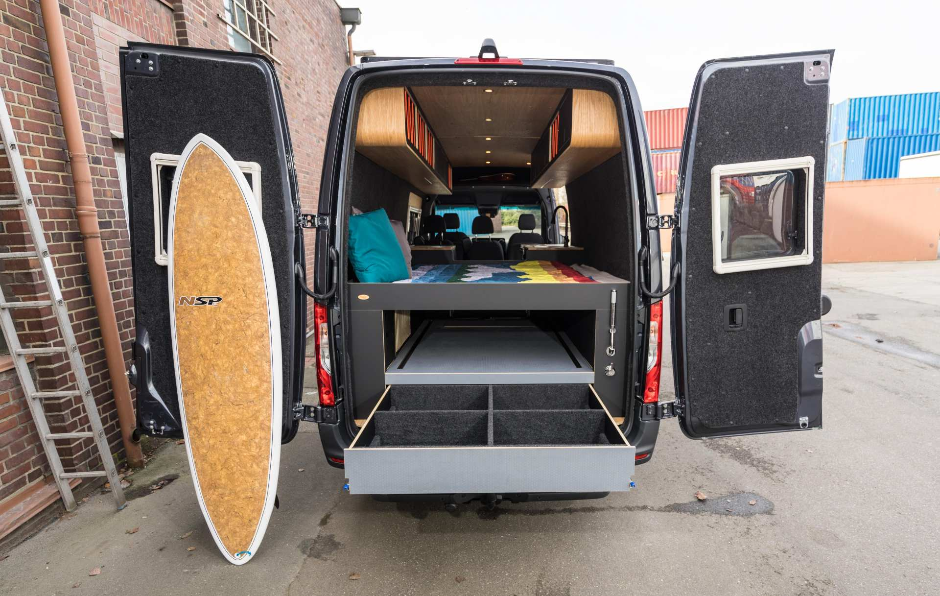 Individualausbau: Van in Black  - 5