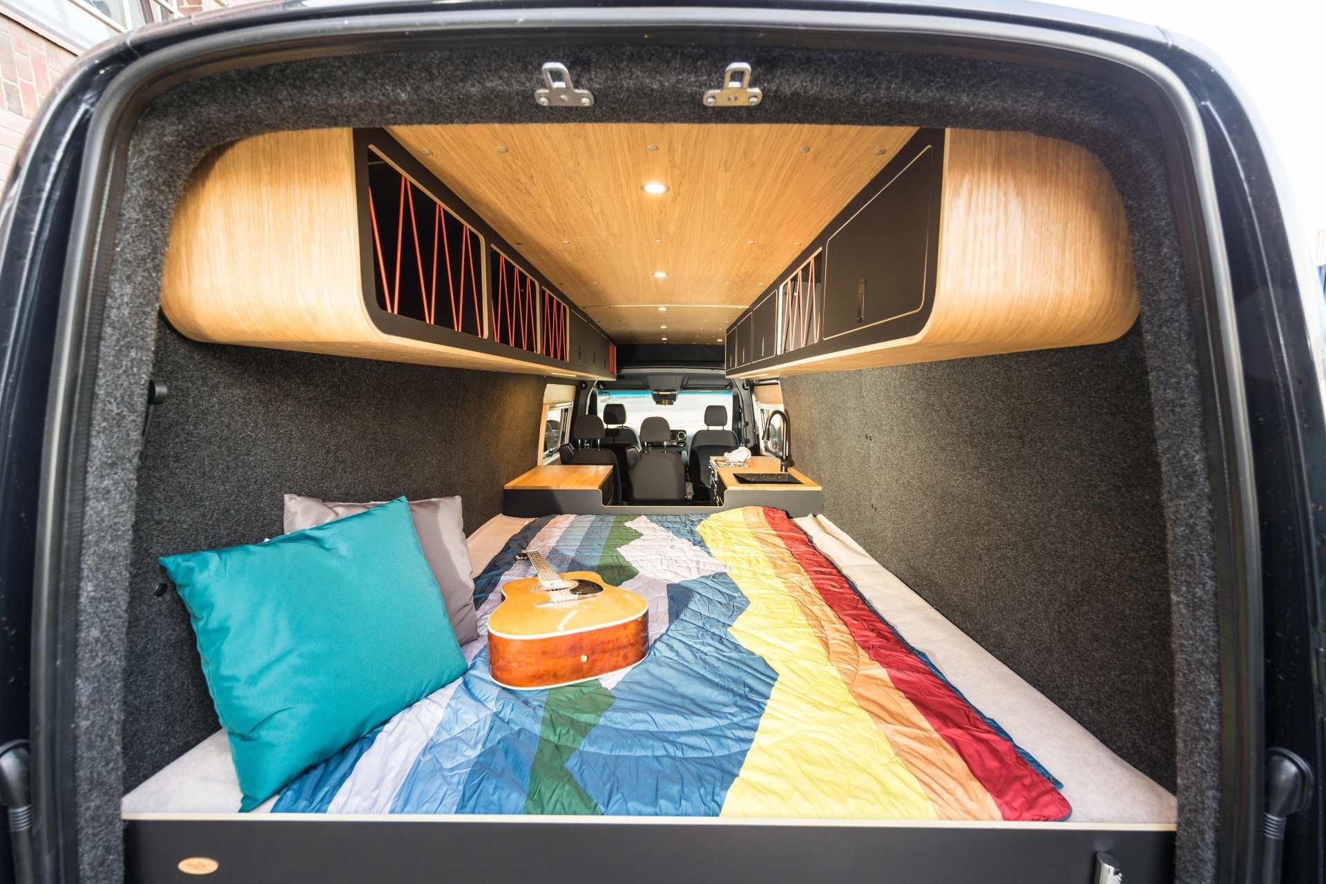 Individualausbau: Van in Black  - 7