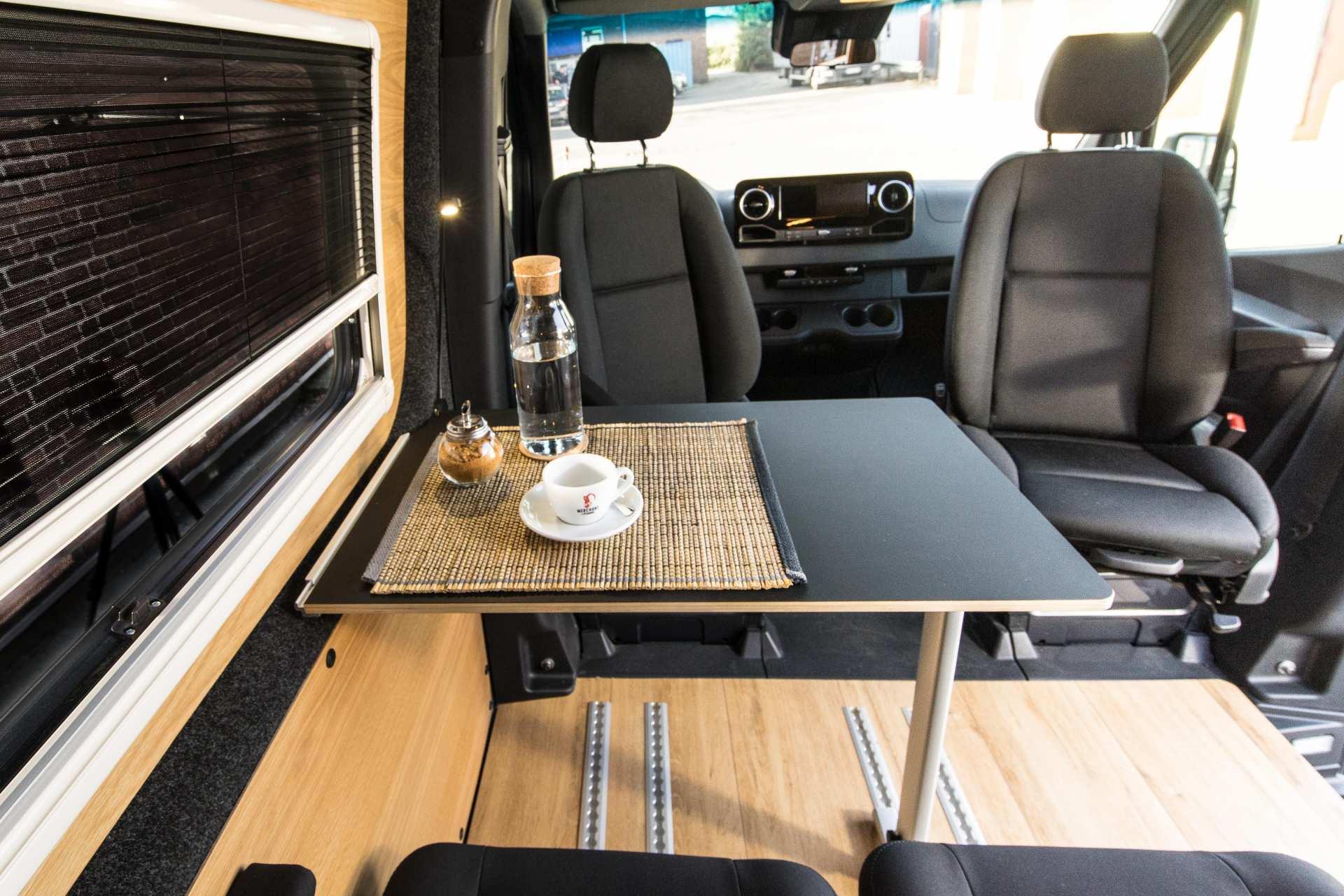 Individualausbau: Van in Black  - 14