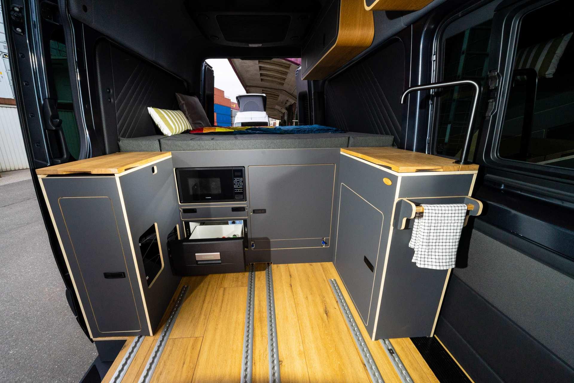 Individualausbau: Mercedes L2 H2 Mixto - 3