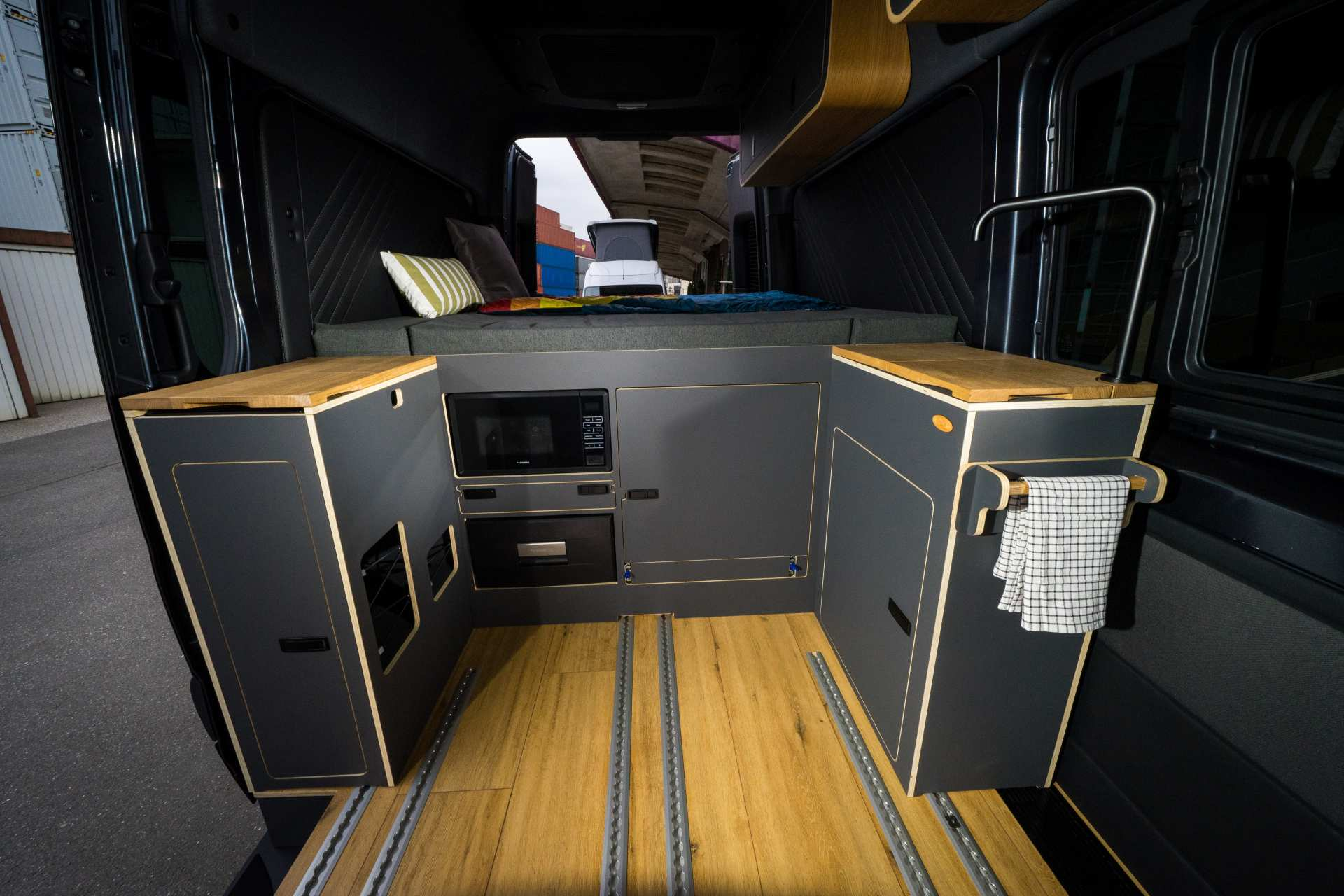 Individualausbau: Mercedes L2 H2 Mixto - 10