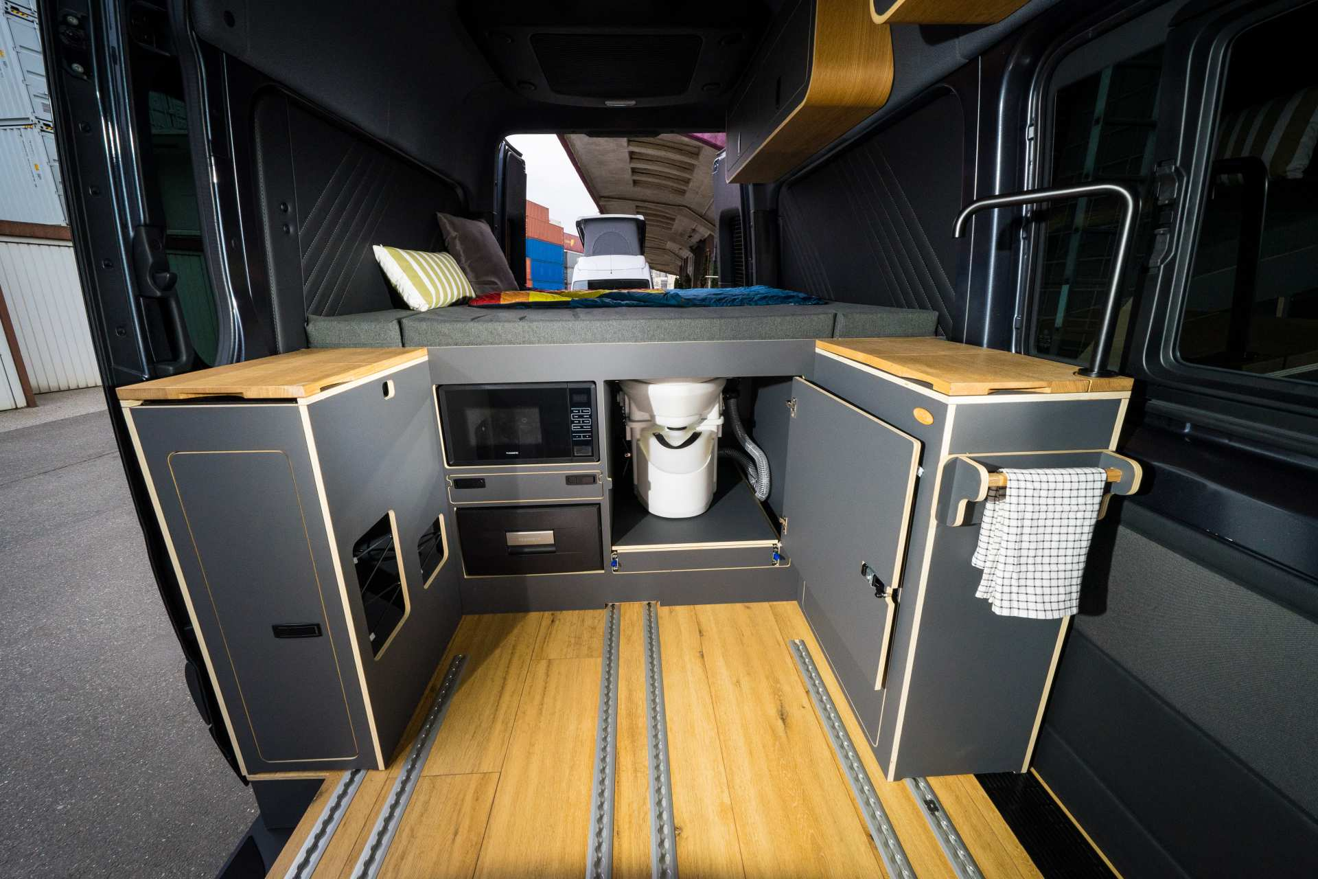 Individualausbau: Mercedes L2 H2 Mixto - 11