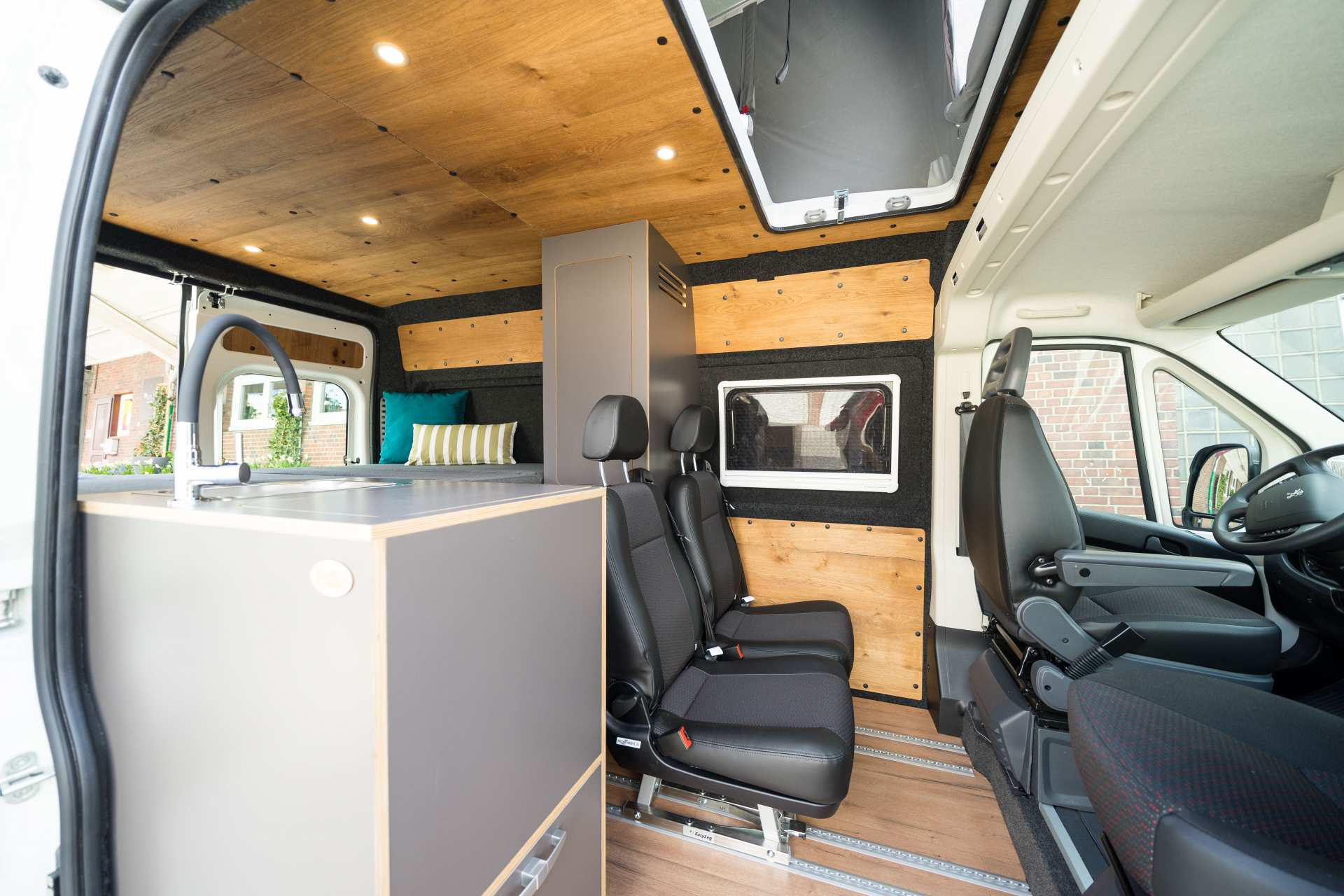 Individualausbau: Zwei-Raumwohnung Peugeot Boxer L2 H2 - 5