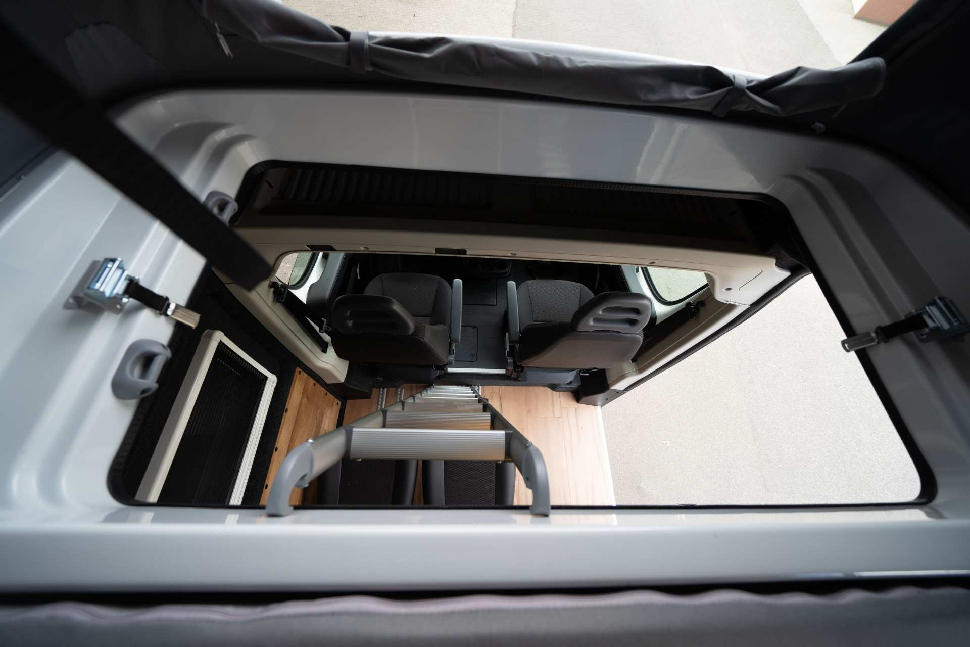 Individualausbau: Zwei-Raumwohnung Peugeot Boxer L2 H2 - 22