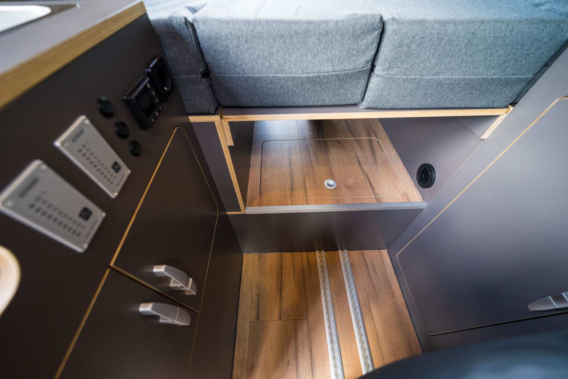 Individualausbau: Zwei-Raumwohnung Peugeot Boxer L2 H2 - 35