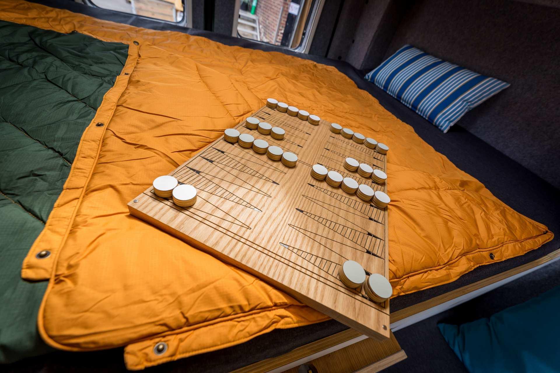 2- in 1 Herausnehmbare Tischplatte und Brettspiel