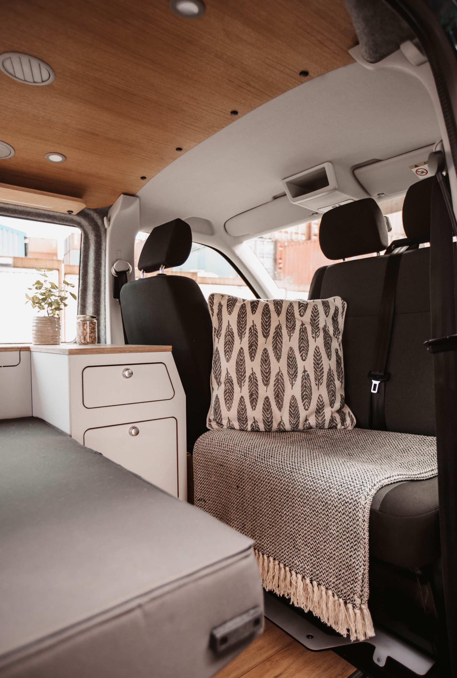 Individualausbau: VW-T6 Campervan - 12