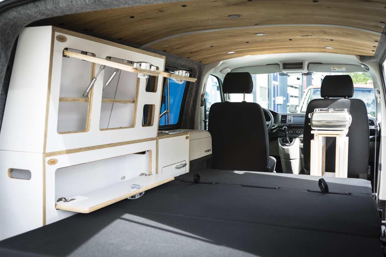 3 in 1 Konzept: VW T6 mit Eiche und Airlineboard - 12