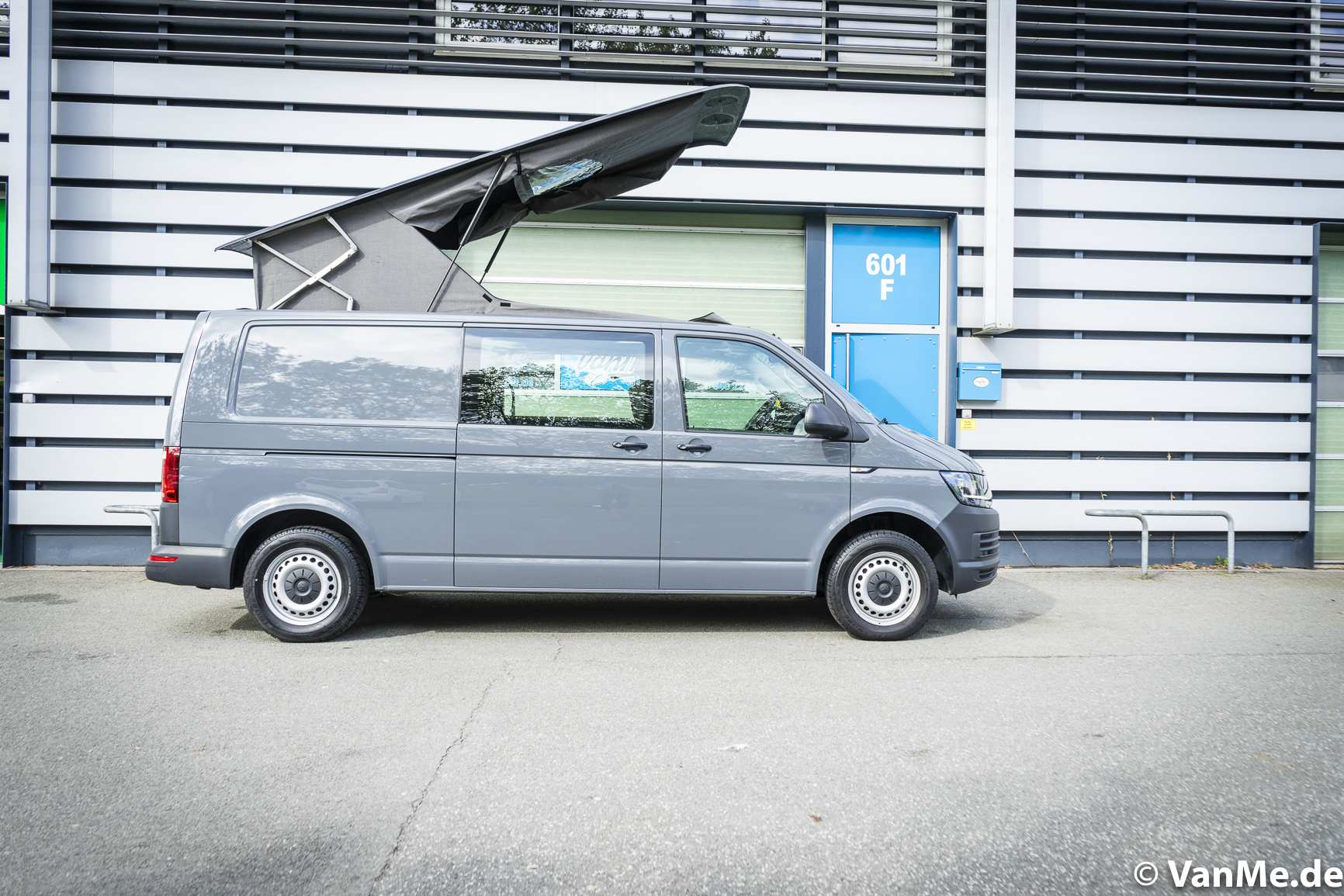 Streamline: VW T6 mit The Streamline Möbel (Long Version) - 1
