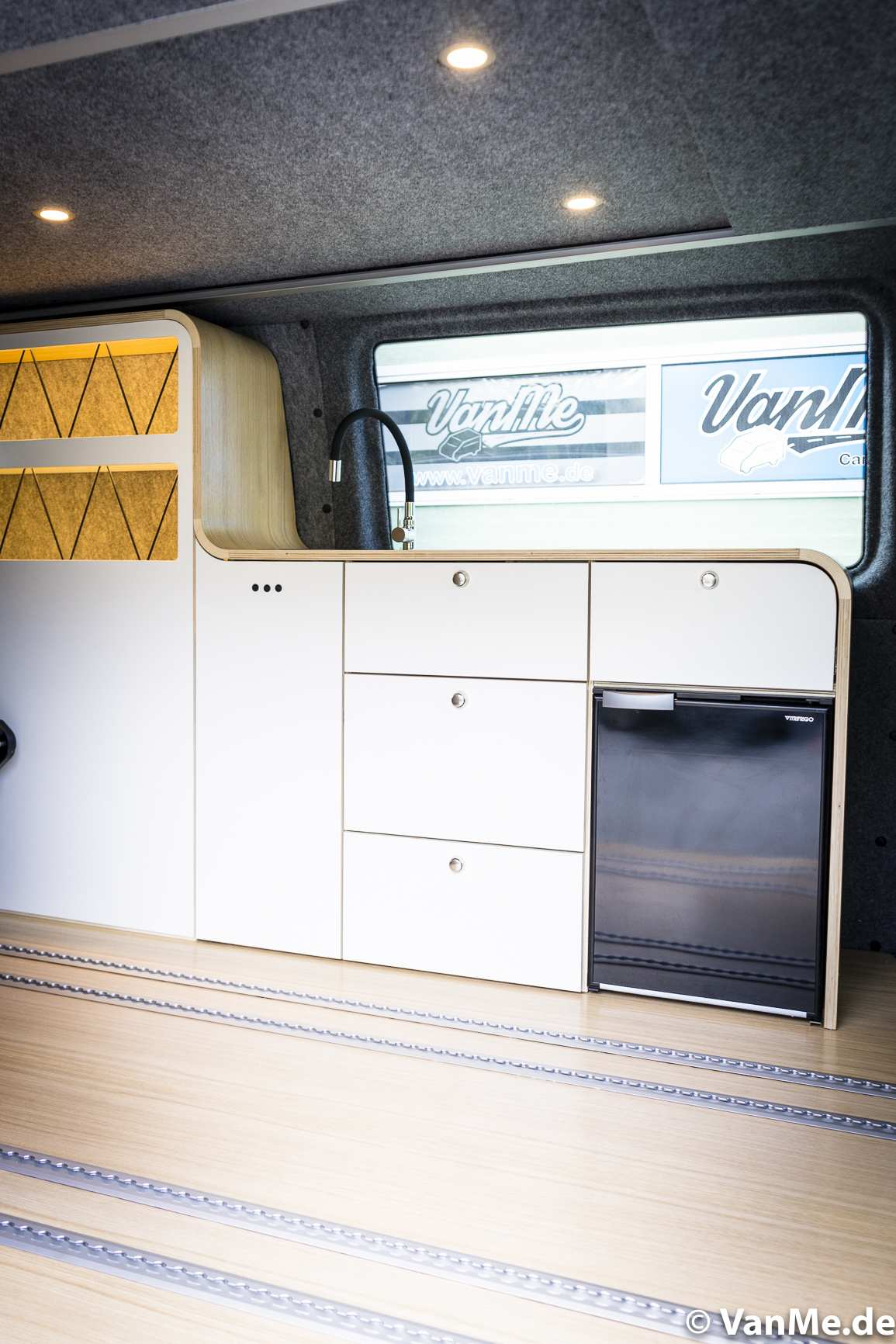 Streamline: VW T6 mit The Streamline Möbel (Long Version) - 10