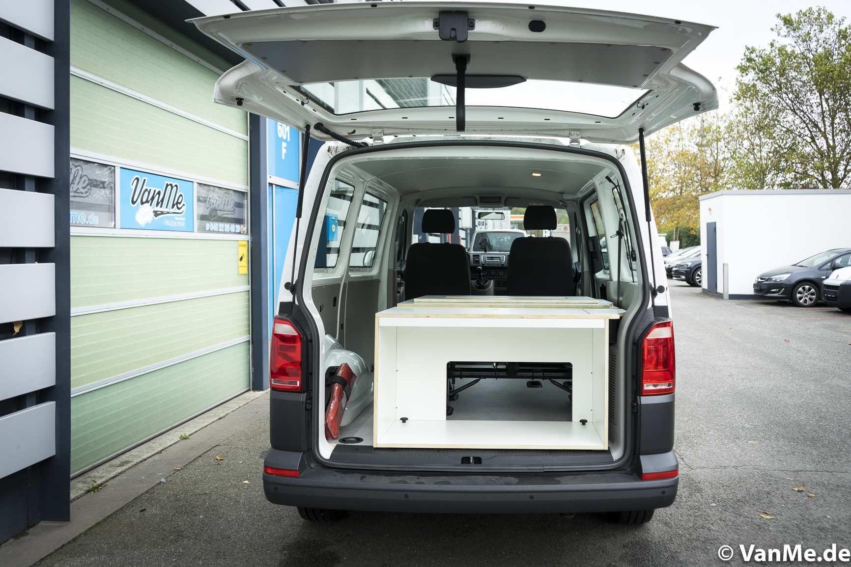 Individualausbau: VW T6 Individual Schlafmöbel - 4