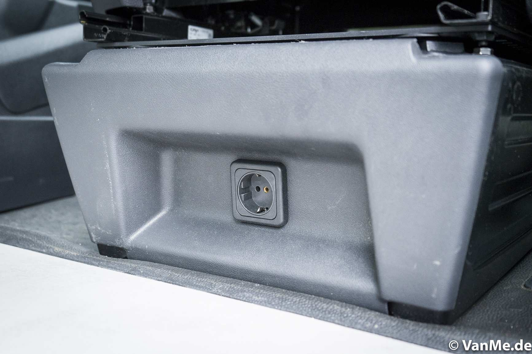 Individualausbau: VW T6 Individual Schlafmöbel - 7