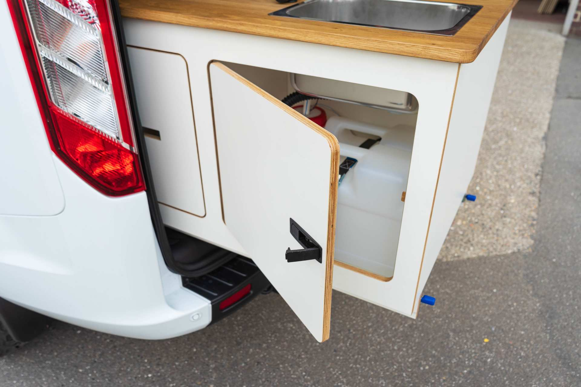 Individualausbau: EXPEDITION Ford Transit Custom, langer Radstand - 8